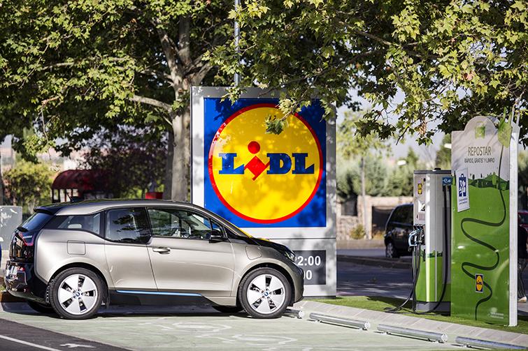 Carga vehículos eléctricos en LIDL