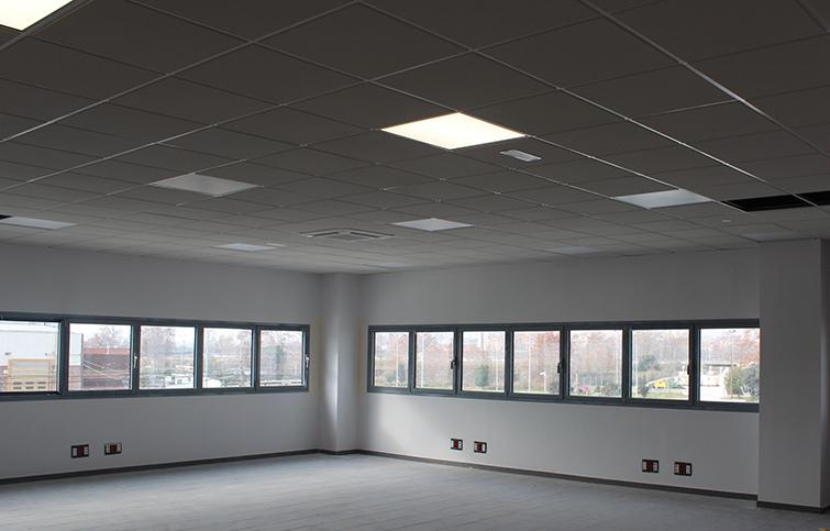Interior oficinas con sistema de regulación de luz