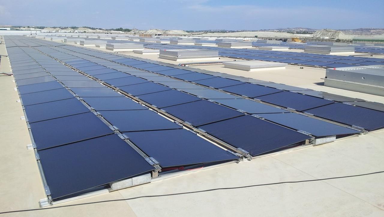 Cubierta fotovoltaica capaz de abastecer el almacén de energía